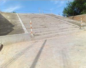 Prefeitura revitaliza rua, que recebe escadaria